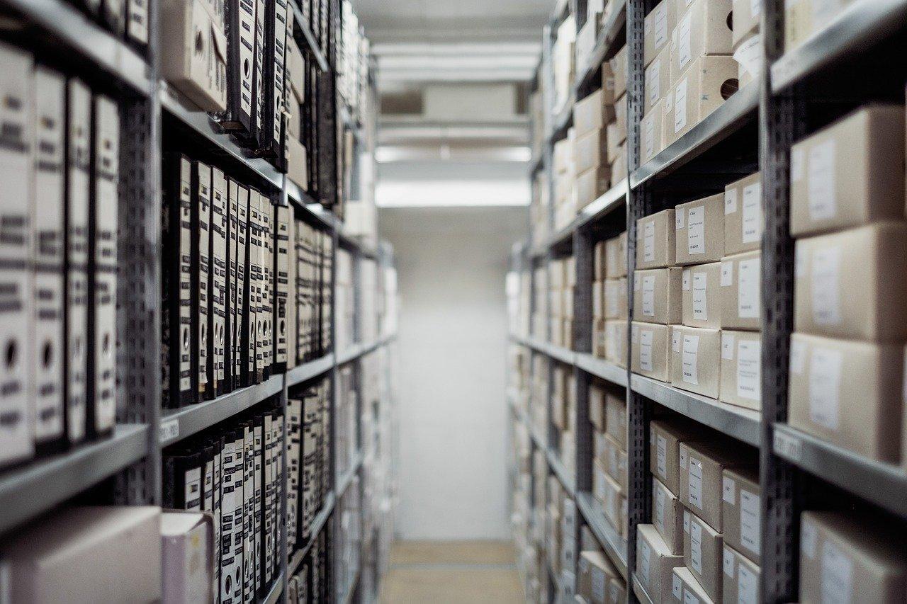 Étagères avec archives