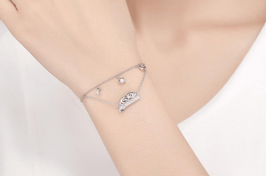 Bracelet chat duo, chat allongé