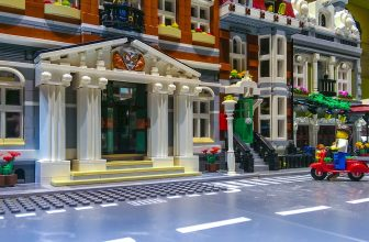 Grande ville construite en Lego