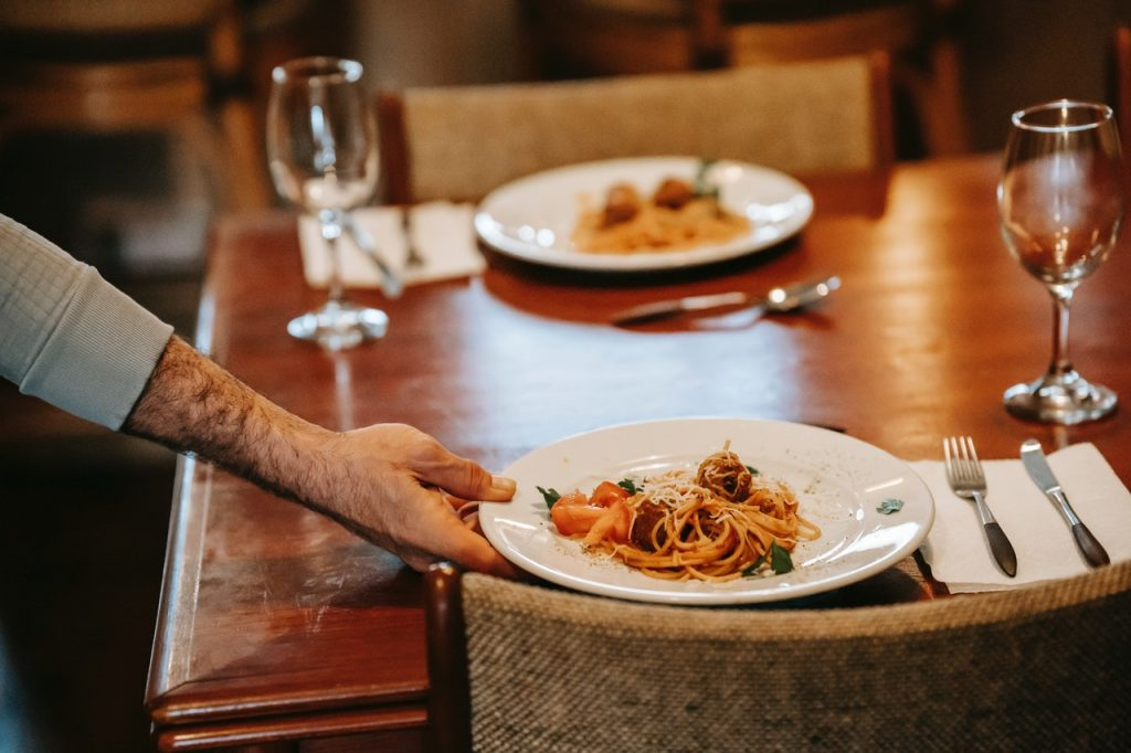 Service plat de pattes spaghetti