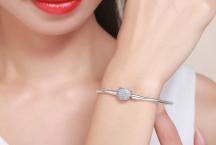 Bracelet Chat – Comment Bien le Porter en Fonction de sa Tenue ?